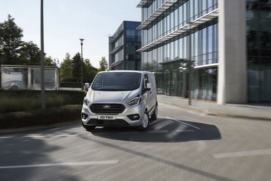 Custom PHEV-Baureihe: Ford führt Geofencing-Funktion ein