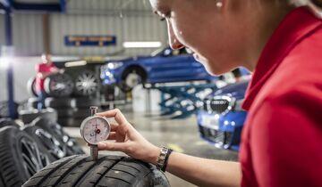 Reifentest, Sommerreifen, Werkstatt, Reifenwechsel, Reifenprofil, Profiltiefe