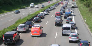 Rettungsgasse, Stau, ADAC, RTW, Sancar, Krankenwagen