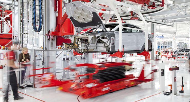 Tesla Fabrik in Fremont/CA Automobilbau Automobilproduktion Fließband E-Auto Elektroauto Model S