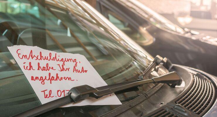 Zettel an die Scheibe klemmen genügt nicht. Auch sonst gilt: Im Zweifel Polizei rufen.